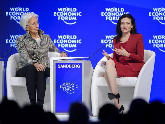 Sheryl Sandberg aux côtés de Christine Lagarde, DG du FMI, lors du forum économique mondial de 2017