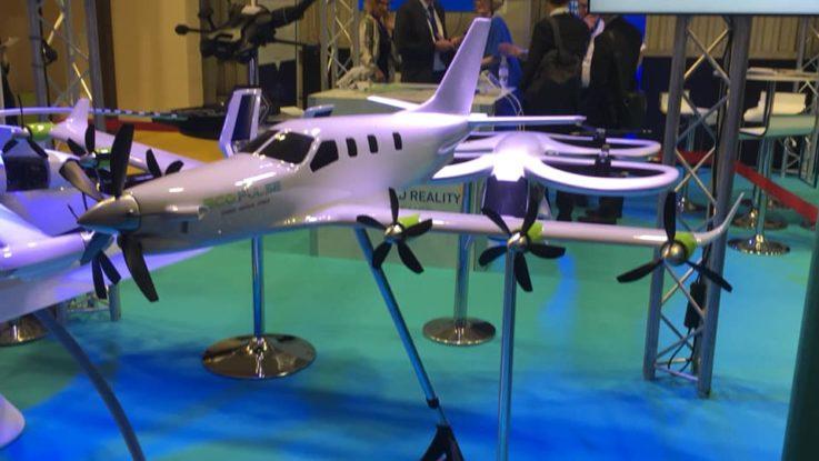 Un modèle miniature d'EcoPulse présenté au salon de l'air de Paris