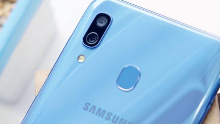 Un Galaxy A30 de Samsung.