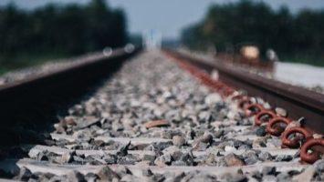 Une voie ferroviaire.
